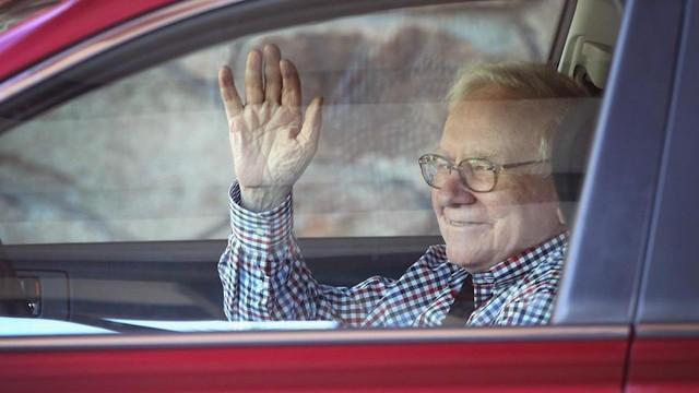 Không phải khối tài sản hàng tỷ đô, 7 điều nhỏ bé này từ Warren Buffett mới là điều ai ai cũng ngưỡng mộ: Chỉ cần làm được 1 điều, bạn cũng thấy thấm thía  - Ảnh 2.