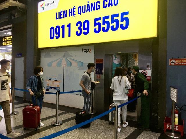 TP HCM khẩn cấp yêu cầu lắp thêm 3 thang máy tại nhà giữ xe sân bay Tân Sơn Nhất  - Ảnh 1.
