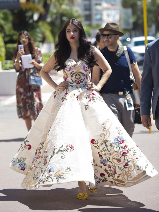Choáng với độ giàu có của Hoa hậu đẹp nhất mọi thời đại: Cát-sê chấp luôn cả chồng tài tử, BST xe cùng bất động sản đồ sộ - Ảnh 11.