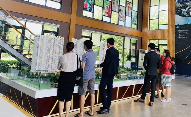 Nguồn cung khan hiếm, nhu cầu và mặt bằng giá căn hộ Sài Gòn tiếp tục tăng - Ảnh 2.