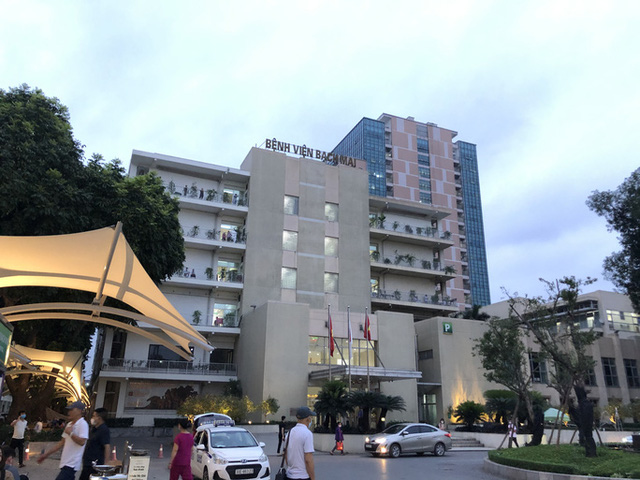 Hơn 200 cán bộ y tế Bệnh viện Bạch Mai nghỉ việc: Lãnh đạo bệnh viện nêu 4 lý do  - Ảnh 2.