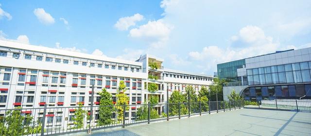 Thư viện trường người ta: Được đầu tư lên đến 20 tỷ, 10.000 đầu sách tha hồ học tập nghiên cứu, không gian đẹp ngỡ như khách sạn 5 sao - Ảnh 1.
