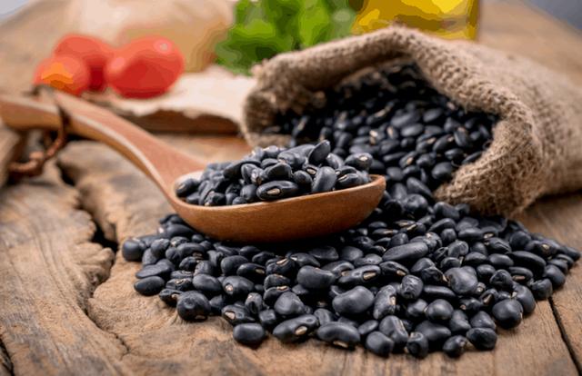 Có 5 thay đổi diệu kì sẽ đến với cơ thể bạn khi ăn đậu đen đều đặn mỗi ngày - Ảnh 1.