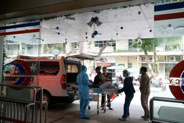 Hơn 200 nhân viên, bác sĩ Bệnh viện Bạch Mai xin nghỉ việc: Người trong cuộc lên tiếng  - Ảnh 2.