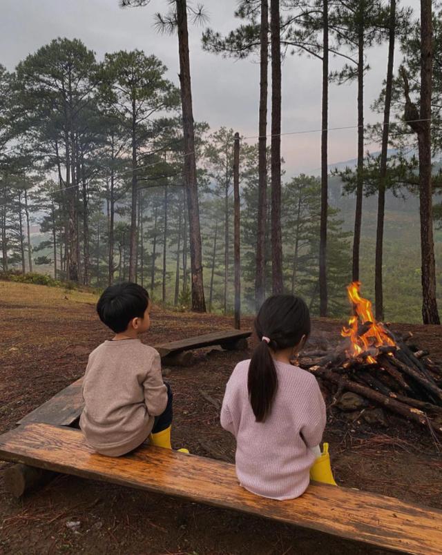 Một năm bùng nổ của Camping - cắm trại, dù không ở resort sang chảnh, không chăn ấm nệm êm nhưng các gia đình đến hội ngôi sao đều check in ầm ầm với hàng loạt chỗ quá lạ! - Ảnh 15.