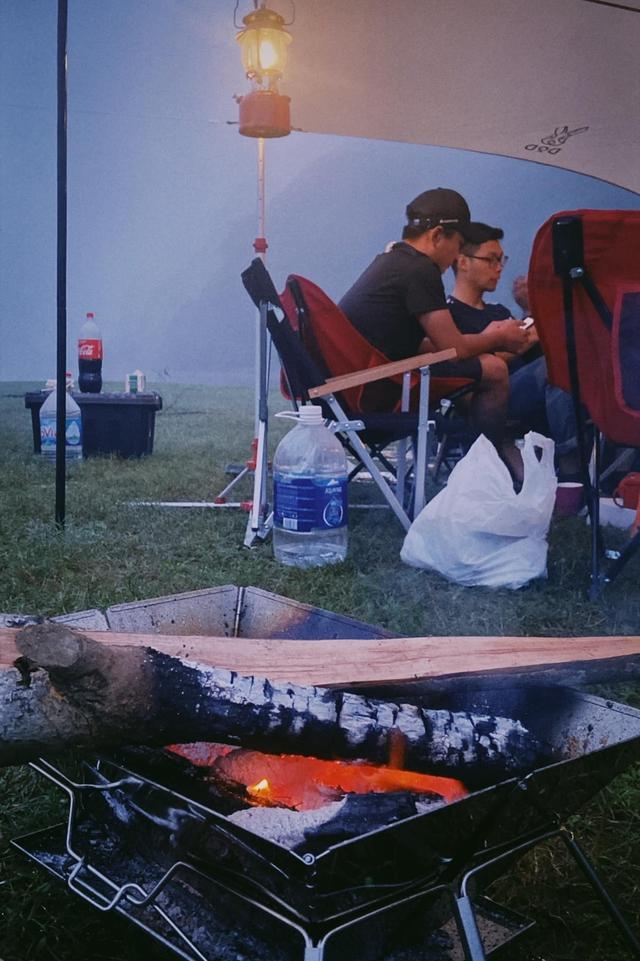 Một năm bùng nổ của Camping - cắm trại, dù không ở resort sang chảnh, không chăn ấm nệm êm nhưng các gia đình đến hội ngôi sao đều check in ầm ầm với hàng loạt chỗ quá lạ! - Ảnh 3.