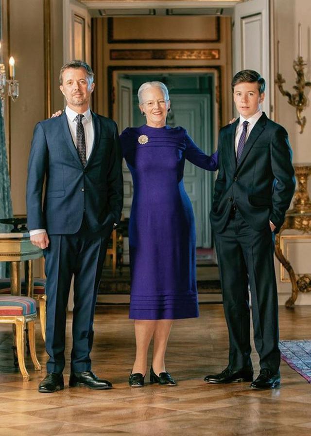 Thái tử Đan Mạch điển trai ngời ngời như nam thần, mới 15 tuổi đã sẵn sàng trở thành nhân vật hoàng gia được săn đón nhất - Ảnh 3.