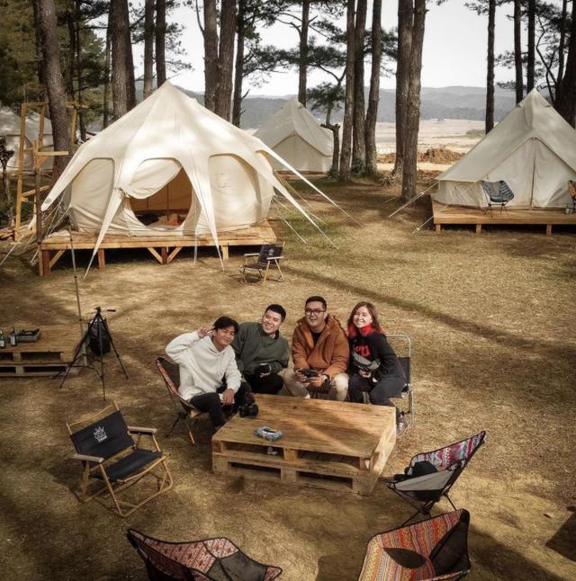 Một năm bùng nổ của Camping - cắm trại, dù không ở resort sang chảnh, không chăn ấm nệm êm nhưng các gia đình đến hội ngôi sao đều check in ầm ầm với hàng loạt chỗ quá lạ! - Ảnh 22.