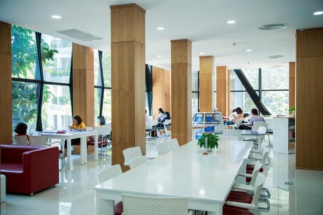 Thư viện trường người ta: Được đầu tư lên đến 20 tỷ, 10.000 đầu sách tha hồ học tập nghiên cứu, không gian đẹp ngỡ như khách sạn 5 sao - Ảnh 5.