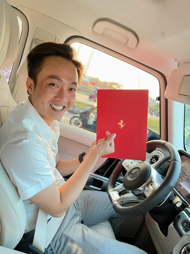 Mới mua 2 xe cách đây không lâu, doanh nhân Nguyễn Quốc Cường lại rước thêm Ferrari SF90 Stradale chính hãng về Việt Nam với màu ngoại thất khác biệt - Ảnh 1.