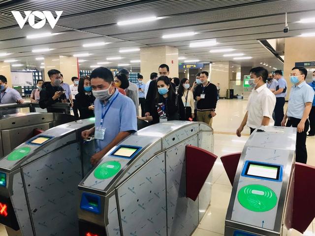 """Người dân chê vé đường sắt Cát Linh - Hà Đông """"hơi đắt""""  - Ảnh 1."""