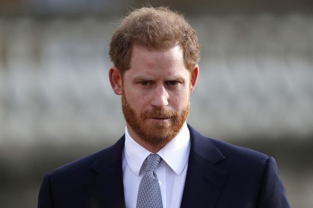 Harry gây tranh cãi về trang phục trong tang lễ, Nữ hoàng đưa ra quyết định chưa từng có để vẹn cả đôi đường - Ảnh 2.