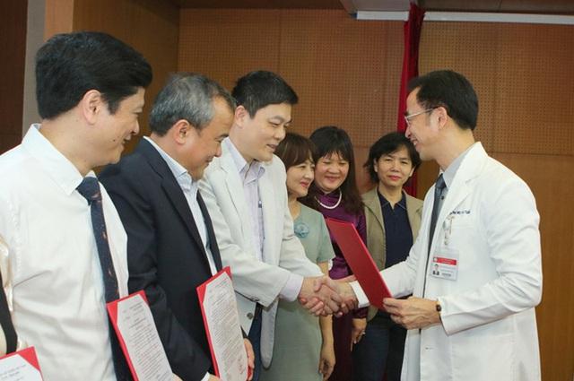 Giám đốc Bệnh viện Bạch Mai: Việc nhiều bác sĩ chuyển công tác là hết sức tự nhiên - Ảnh 1.