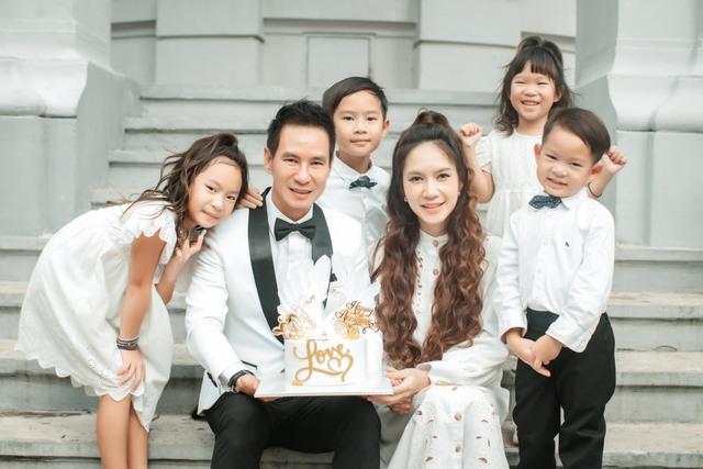 Từ ca sĩ tới đạo diễn mát tay Lý Hải: Đại gia nức tiếng của showbiz với gia đình viên mãn và series phim hành động bom tấn mang dấu ấn Việt Nam - Ảnh 9.