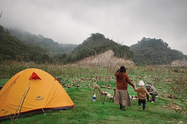 Nếu muốn thử Camping mà chưa biết chọn nơi nào để cắm lều thì đây là những địa điểm vừa hot lại đẹp từ Nam ra Bắc phải thử đến 1 lần - Ảnh 13.
