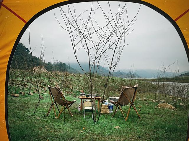 Nếu muốn thử Camping mà chưa biết chọn nơi nào để cắm lều thì đây là những địa điểm vừa hot lại đẹp từ Nam ra Bắc phải thử đến 1 lần - Ảnh 16.
