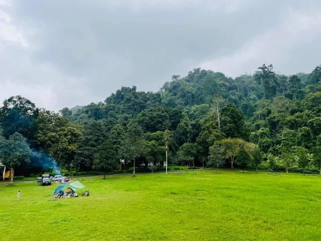 Nếu muốn thử Camping mà chưa biết chọn nơi nào để cắm lều thì đây là những địa điểm vừa hot lại đẹp từ Nam ra Bắc phải thử đến 1 lần - Ảnh 17.