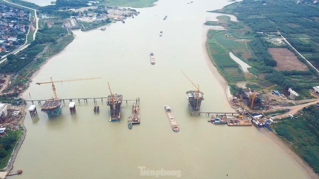 Toàn cảnh công trường xây dựng cầu vượt sông gần 2.000 tỷ đồng ở Bắc Ninh  - Ảnh 3.