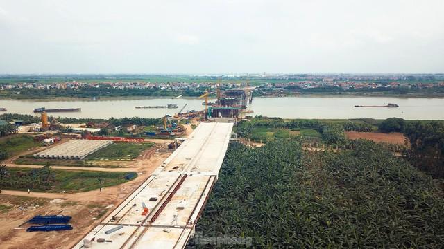 Toàn cảnh công trường xây dựng cầu vượt sông gần 2.000 tỷ đồng ở Bắc Ninh  - Ảnh 4.