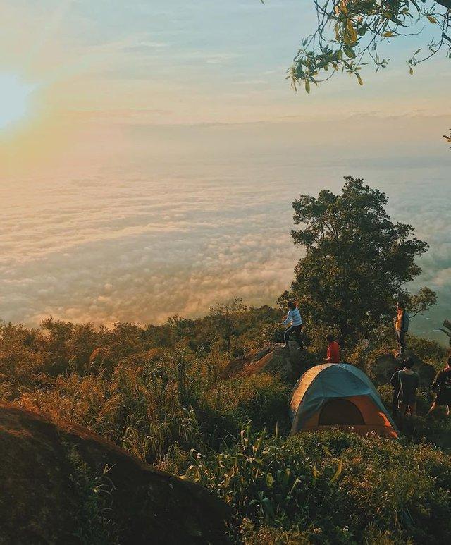 Nếu muốn thử Camping mà chưa biết chọn nơi nào để cắm lều thì đây là những địa điểm vừa hot lại đẹp từ Nam ra Bắc phải thử đến 1 lần - Ảnh 32.