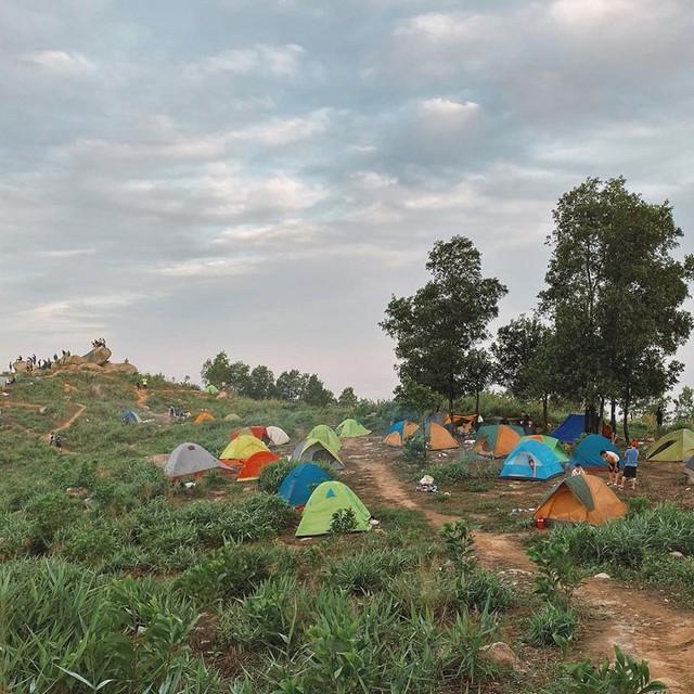 Nếu muốn thử Camping mà chưa biết chọn nơi nào để cắm lều thì đây là những địa điểm vừa hot lại đẹp từ Nam ra Bắc phải thử đến 1 lần - Ảnh 37.