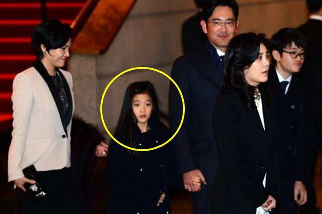 Cháu gái gia tộc Samsung lộ diện đã lập tức gây bão MXH với diện mạo thanh thuần nhưng chiếm trọn spotlight lại là bộ quần áo của tiểu thư 17 tuổi - Ảnh 5.