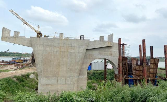 Toàn cảnh công trường xây dựng cầu vượt sông gần 2.000 tỷ đồng ở Bắc Ninh  - Ảnh 6.