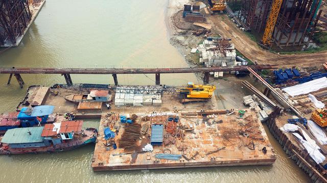 Toàn cảnh công trường xây dựng cầu vượt sông gần 2.000 tỷ đồng ở Bắc Ninh  - Ảnh 8.