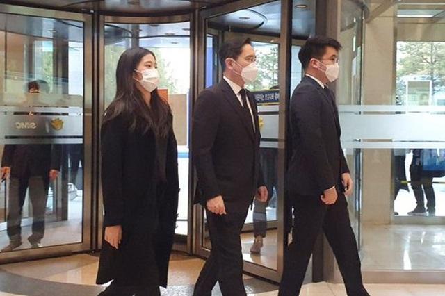 Cháu gái gia tộc Samsung lộ diện đã lập tức gây bão MXH với diện mạo thanh thuần nhưng chiếm trọn spotlight lại là bộ quần áo của tiểu thư 17 tuổi - Ảnh 8.