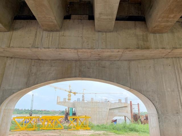 Toàn cảnh công trường xây dựng cầu vượt sông gần 2.000 tỷ đồng ở Bắc Ninh  - Ảnh 9.