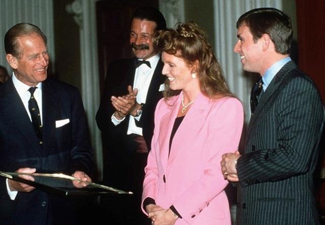 Quan hệ tốt đẹp của Hoàng tế Philip và các nàng dâu: Công nương Diana nhận sự đối đãi đặc biệt nhưng vẫn chưa phải là người được yêu quý nhất - Ảnh 12.