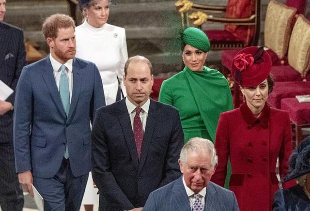 Quyết định tinh tế của Nữ hoàng Anh trước khi tang lễ Hoàng tế Philip được cử hành: Không chỉ giữ thể diện cho Harry mà còn tránh tạo ra drama - Ảnh 3.