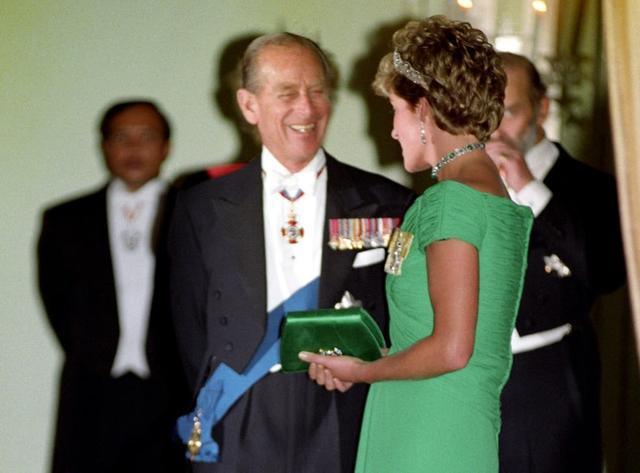 Quan hệ tốt đẹp của Hoàng tế Philip và các nàng dâu: Công nương Diana nhận sự đối đãi đặc biệt nhưng vẫn chưa phải là người được yêu quý nhất - Ảnh 7.