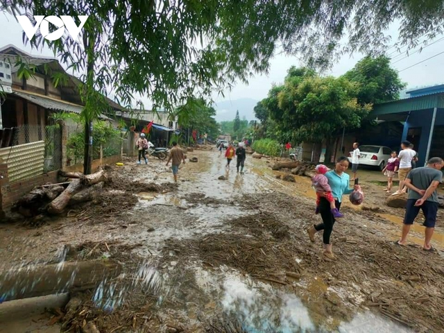 Lũ ống đổ về trong đêm tại Văn Bàn, Lào Cai làm 3 người chết, mất tích - Ảnh 1.