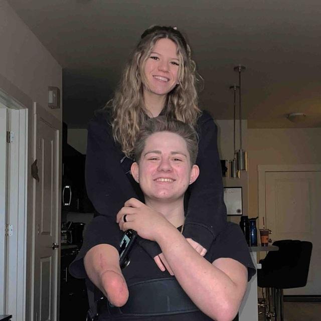 Chàng trai từng bị xe 4 tấn đè nát nửa người vẫn sống sót gây bất ngờ với hình ảnh hiện tại và chuyện tình lay động mọi trái tim - Ảnh 11.