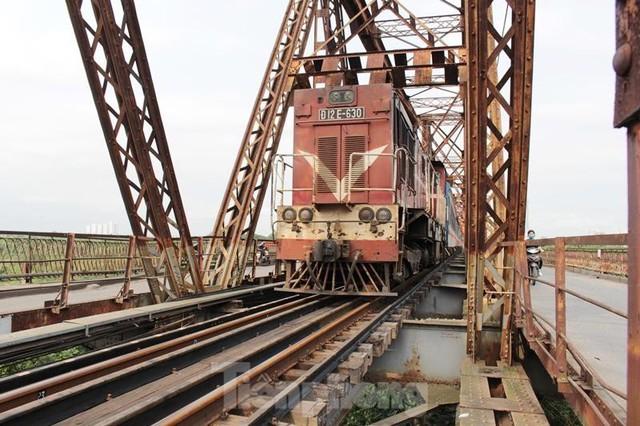 Hệ thống đường sắt quốc gia đi qua Hà Nội xuống cấp thê thảm - Ảnh 12.