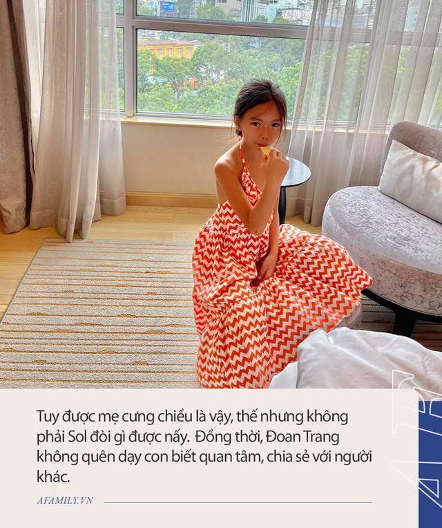 Alpha kid nhà ca sĩ Đoan Trang: Nhan sắc khiến dân tình phát sốt, học trường 500 triệu đồng/năm nhưng chỉ một chi tiết dây buộc tóc cũng đủ biết được mẹ dạy dỗ cẩn thận thế nào - Ảnh 13.