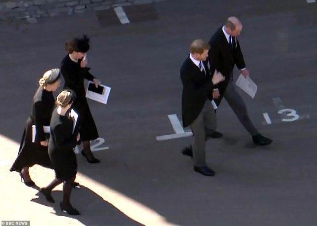 Rò rỉ thông tin Hoàng tử William yêu cầu anh họ đi giữa mình và em trai Harry, không có dấu hiệu tích cực cho mối quan hệ của 2 anh em? - Ảnh 3.