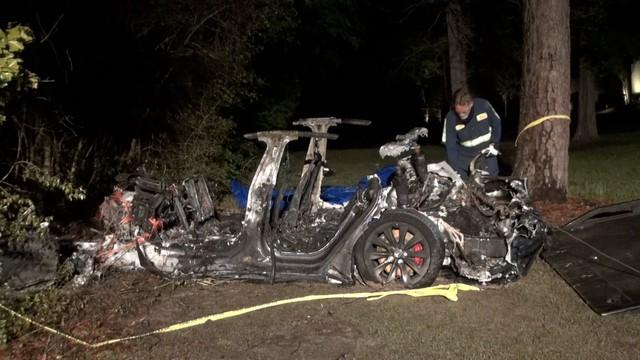 Xe Tesla với chức năng không người lái gây tai nạn, khiến 2 người thiệt mạng - Ảnh 1.