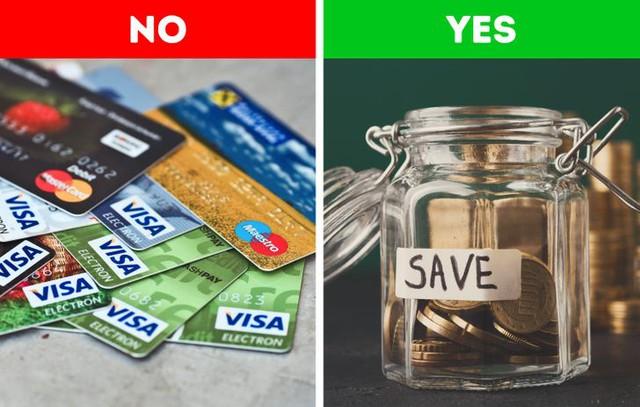 Thói quen sống quyết định bạn giàu hay nghèo: 10 điều nói lên tất cả về sự khác biệt giữa 2 tầng lớp xã hội, bạn có thấy chính mình trong đó? - Ảnh 3.