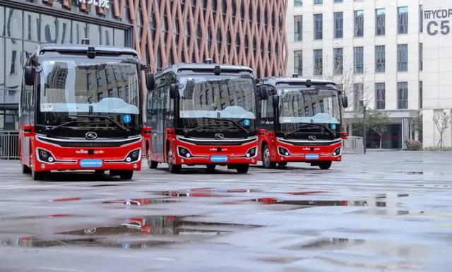 Thành phố này ở Trung Quốc đồng thời đưa hệ thống xe bus và tàu điện tự hành vào hoạt động - Ảnh 2.