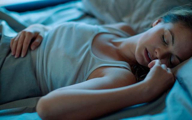 Ban đêm thấy miệng khô và đắng, cảnh báo những vấn đề nghiêm trọng về sức khỏe - Ảnh 3.