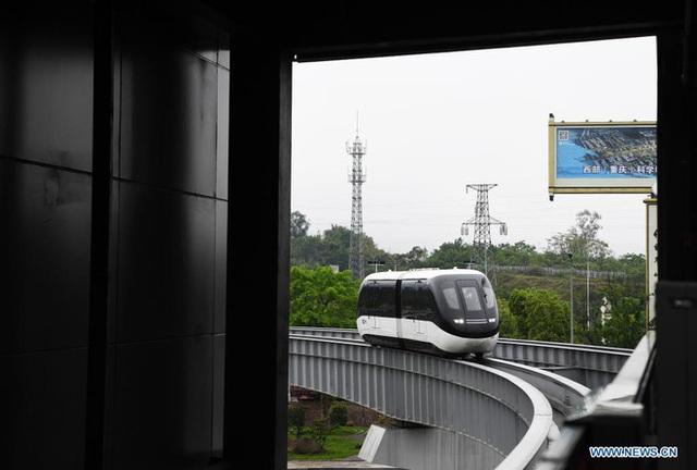 Thành phố này ở Trung Quốc đồng thời đưa hệ thống xe bus và tàu điện tự hành vào hoạt động - Ảnh 3.