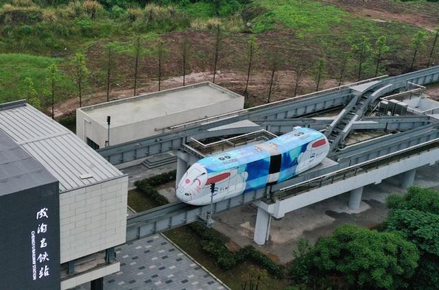 Thành phố này ở Trung Quốc đồng thời đưa hệ thống xe bus và tàu điện tự hành vào hoạt động - Ảnh 4.