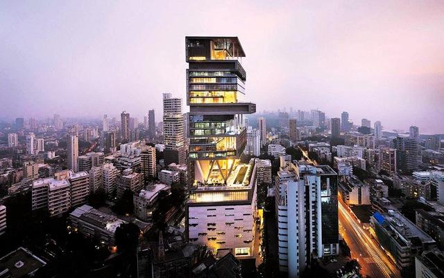 Cách tỷ phú giàu nhất châu Á tiêu tiền: Mua boeing làm quà sinh nhật vợ, thuê 600 nhân viên làm việc nhà, xây garage khổng lồ để chứa 168 siêu xe - Ảnh 1.
