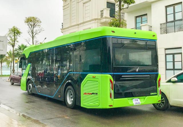 VinBus đầu tiên lăn bánh tại Hà Nội: Êm, không khí thải, bãi đỗ có pin mặt trời, có khu rửa xe riêng xịn sò - Ảnh 5.