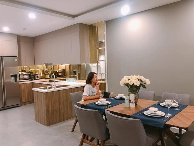 Chiêm ngưỡng không gian sống cao cấp hàng tỷ VNĐ của các mỹ nhân Việt: Nhìn đâu cũng thấy sang chảnh, chọn đại một góc cũng thành ảnh sống ảo, tiện nghi chẳng kém khách sạn 5 sao - Ảnh 16.