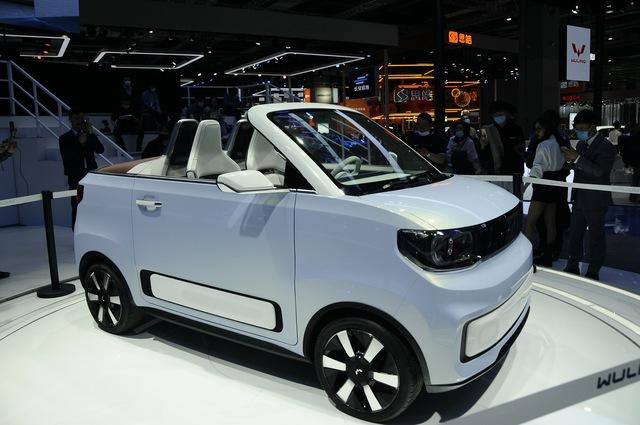 Ô tô điện bán chạy nhất thế giới, giá ngang Honda SH sắp có thêm bản mui trần - Ảnh 1.