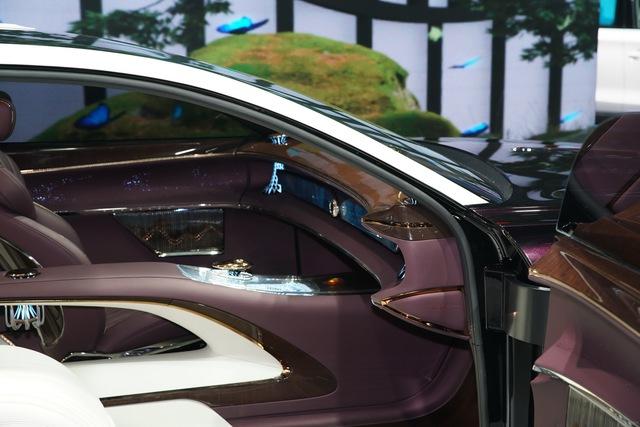 Dị như xe sang Trung Quốc: Không vô lăng, 3 ghế ngồi, có đèn chùm như khách sạn - Ảnh 2.