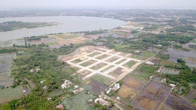 Công an yêu cầu dừng giao dịch với 2 doanh nghiệp bán nhà khi chưa được giao đất  - Ảnh 1.